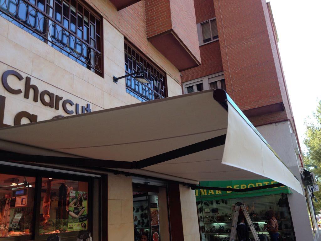 Tipos de toldos para balcones toldo para balcn bgm with for Toldos para patios precios